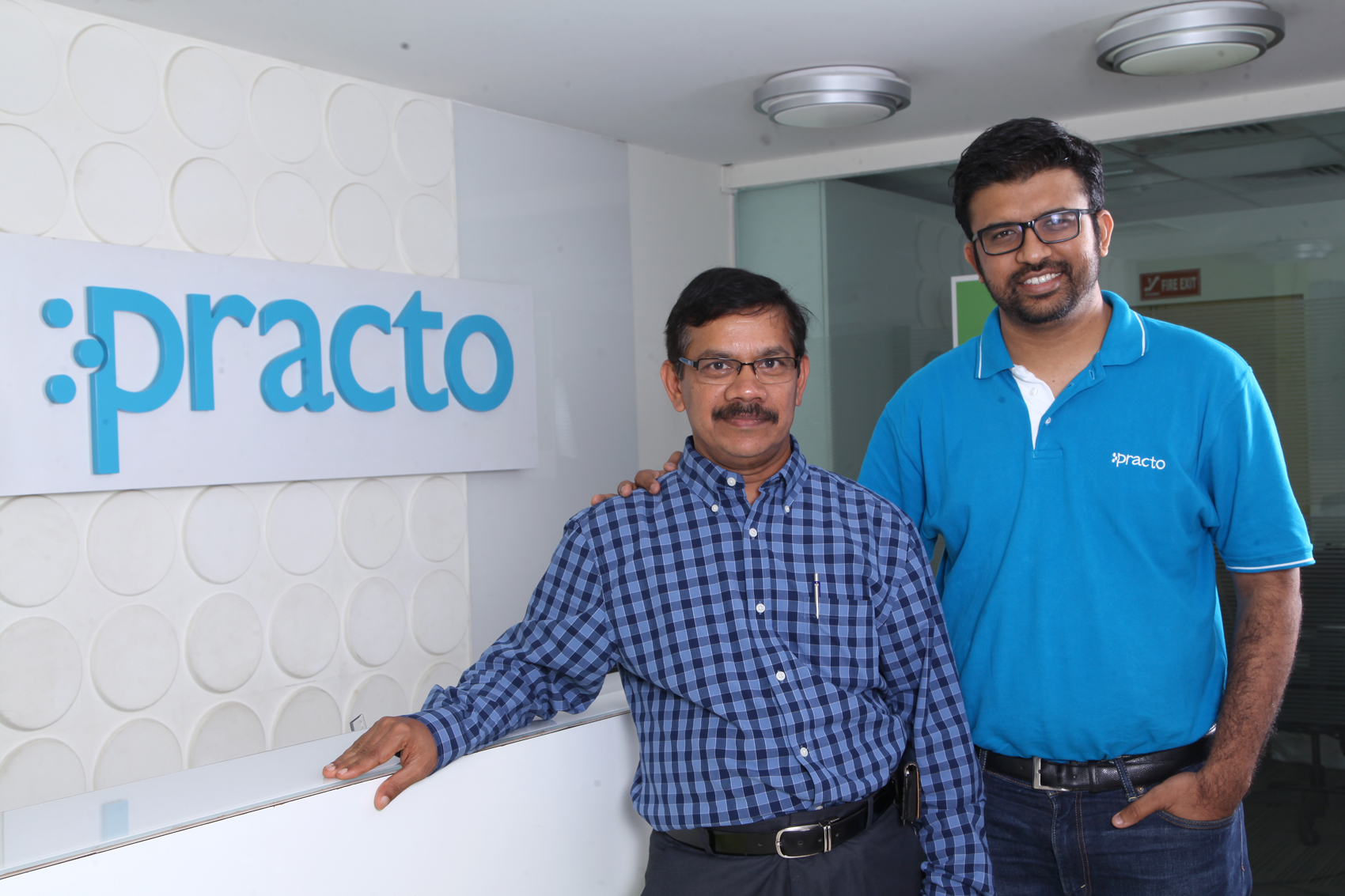 (R-L)Shashank ND, Founder & CEO, Practo with Ramesh Emani, Founder & CEO, Insta Health