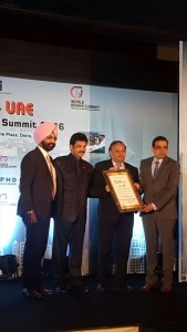 (Extreme L & R) Mr APS Bhalla, Chief Operating Officer, Eye-Q and Dr Ajay Sharma, Founder and Chief Medical Director of Eye-Q receiving the award