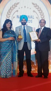 Mr APS Bhalla, Chief Operating Officer, Eye-Q Vision Pvt Ltd receiving the award