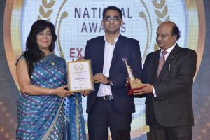 HealthCare atHOME's Head of Pharma Business Gaurav Brahmbhatt he recieves the award at the ceremony in Mumbai