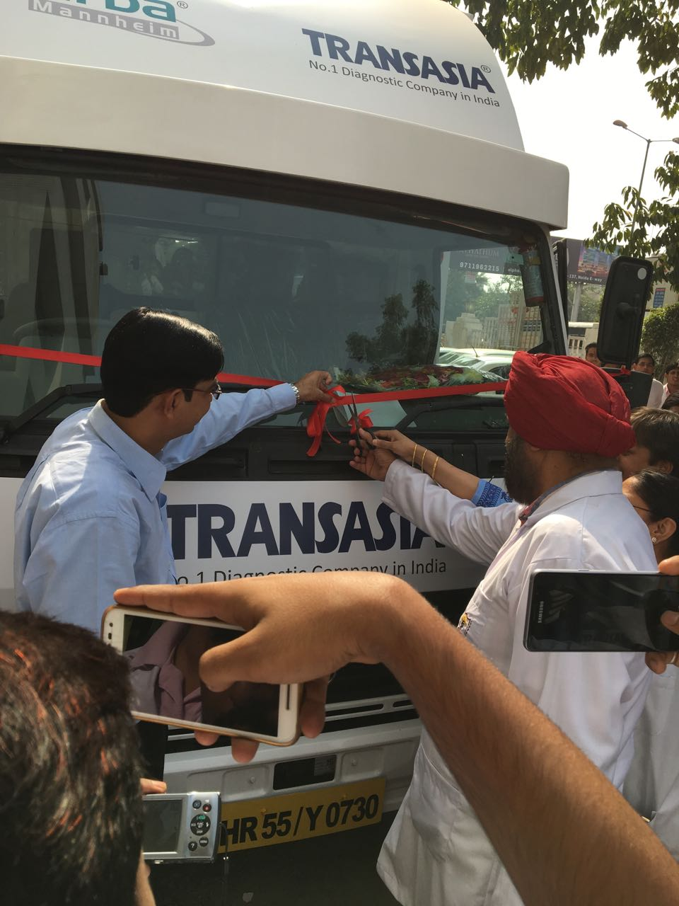 brig-dr-paramjit-dhot-inaugurating-the-van